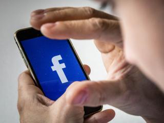 Cambridge Analytica kreeg 87 miljoen Facebook-profielen in handen
